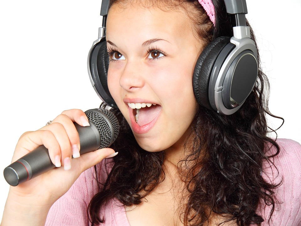 Benefits of Having a Home Karaoke Machine